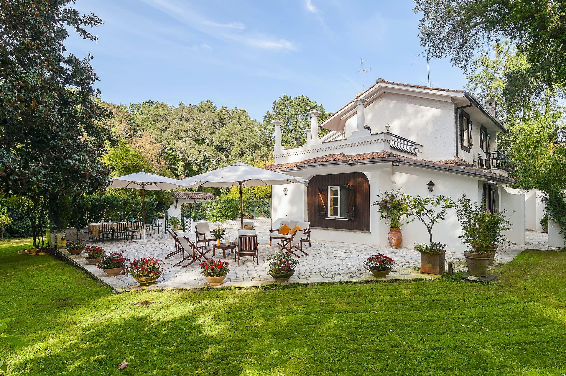 spaciuos garden front view - Villa Lancerotti Sabaudia