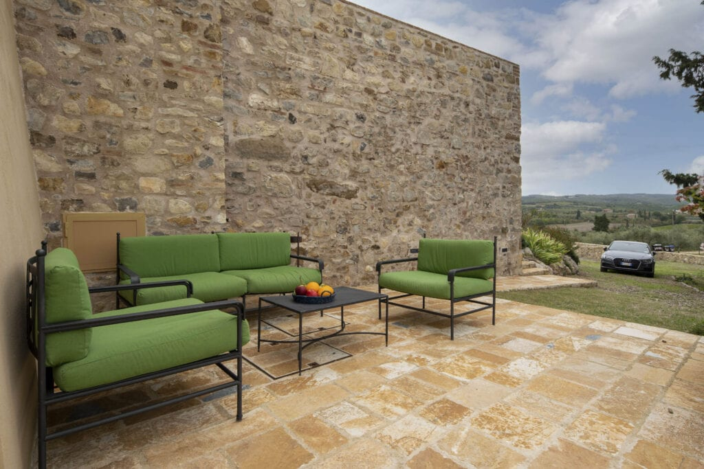 Outdoor patio with sofas and view - Bibbiano - Il Pero Apartment
